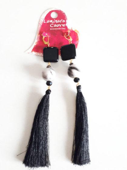 Σκουλαρίκια με πολύτιμες μάυρες πέτρες ,βελούδινες ζεμπρέ χάντρες και φούντες μαύρες