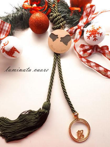 Γούρι Χριστουγεννιάτικο επιχρυσωμένο 2018 με μεγάλη φούντα και ξύλινο διακοσμητικό με καθρέφτη καμπάνες και ευχές
