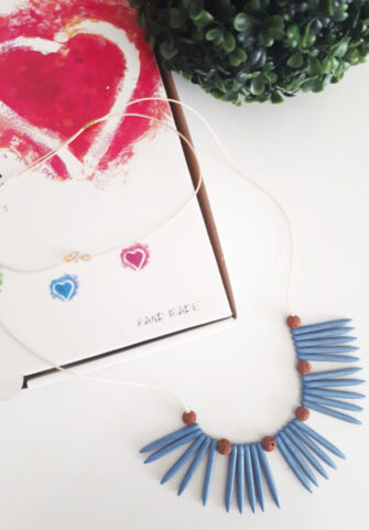 Κολιέ boho δερμάτινο κορδόνι μπέζ φίδι με δόντια από μπλε χαολίτη και πέτρες  λάβας.Μπορεί fe092b4ecdf